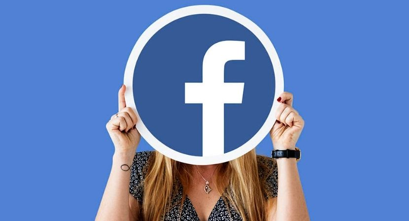 girl with facebook icon
